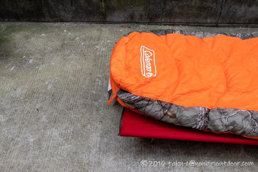 コストコ寝袋のコールマンRealtree Xtra Camo MUMMY SLEEPING BAGの足部分