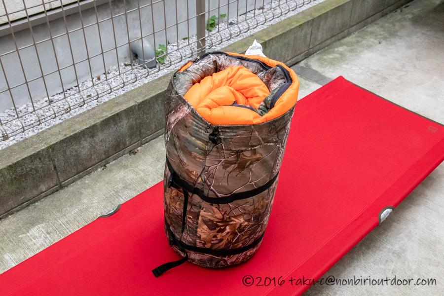 コストコ寝袋のコールマンRealtree Xtra Camo MUMMY SLEEPING BAGを収納する