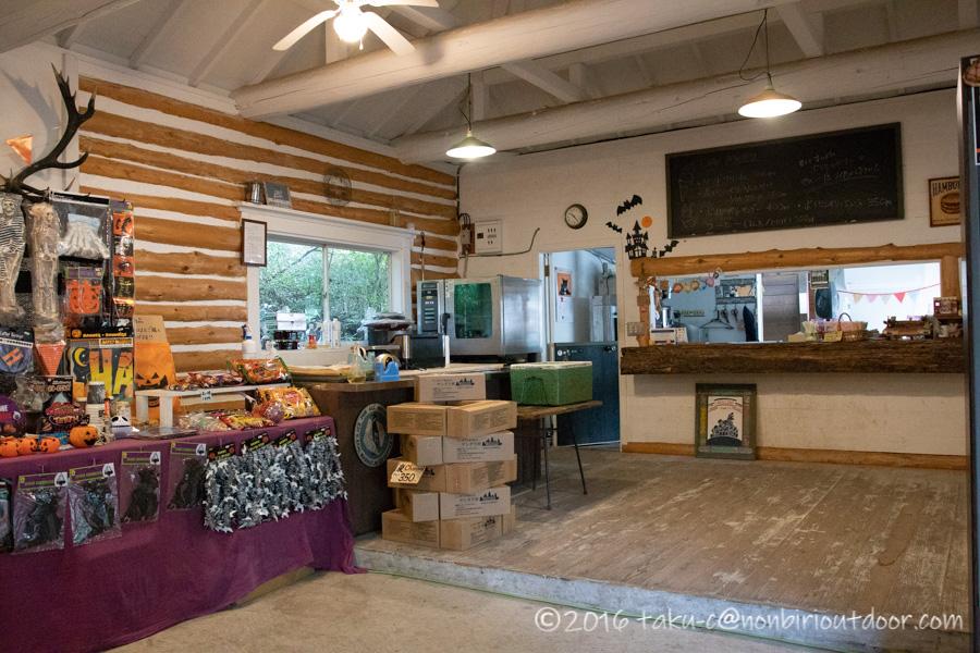 赤城オートキャンプ場のハロウィンキャンプの準備された売店