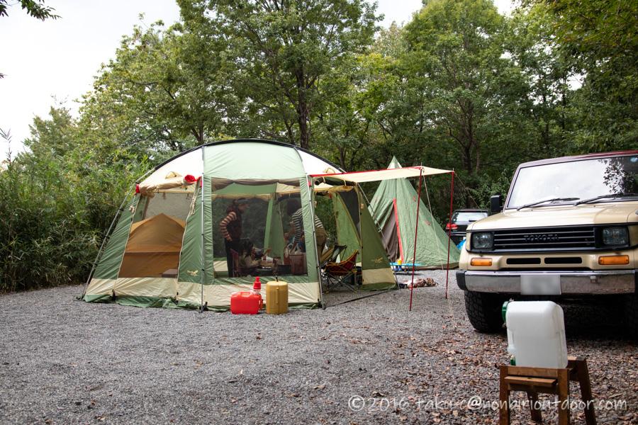 赤城オートキャンプ場でハロウィンキャンプの準備をする