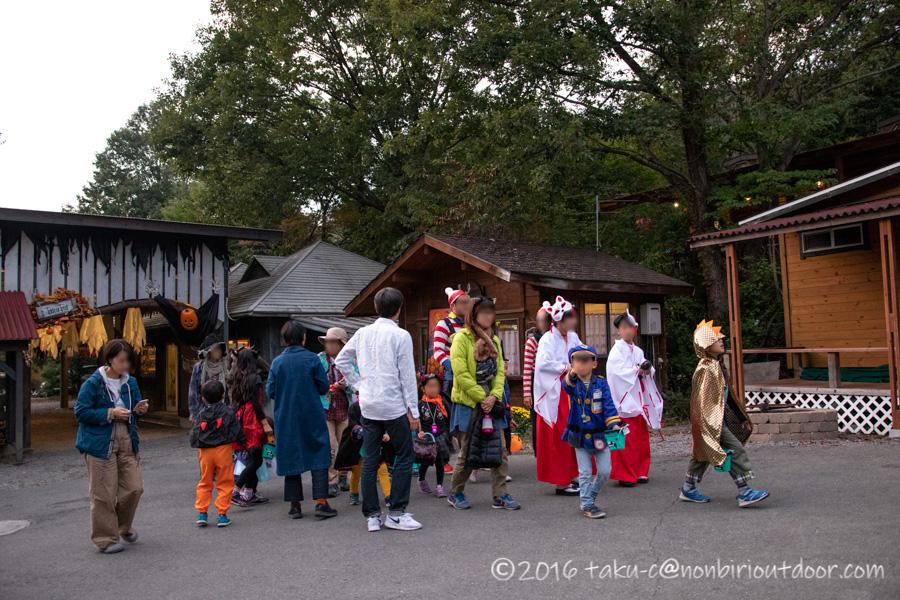 赤城オートキャンプ場でハロウィンのパレードに参加する