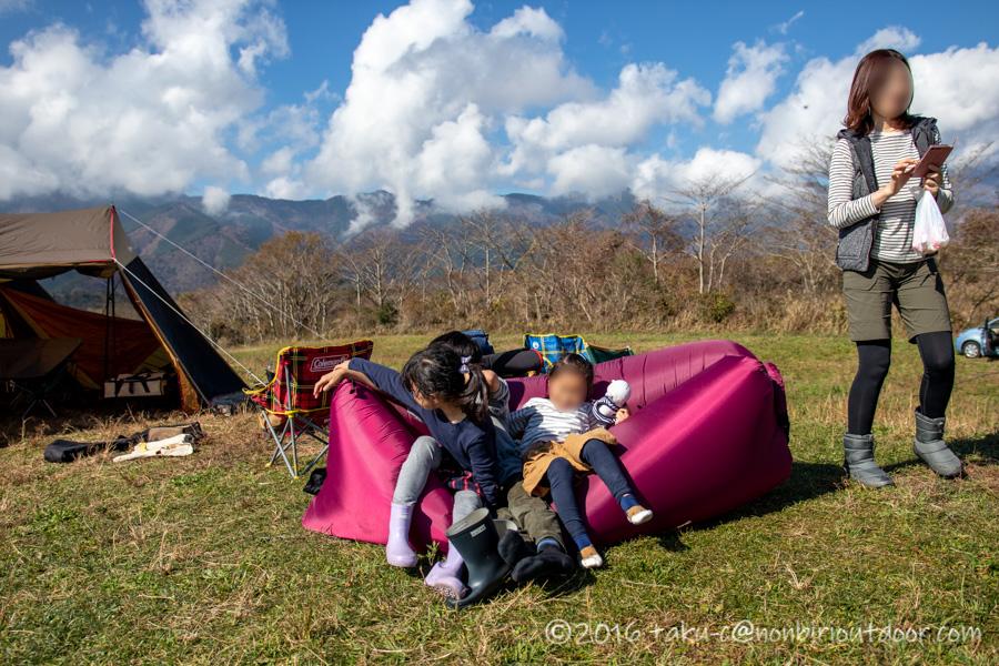 富士山YMCAでエアーソファで遊ぶ
