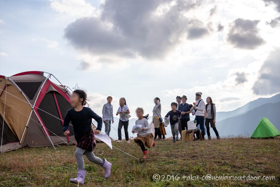 富士山YMCAで行われた子供向けオリエンテーリングの開始直後