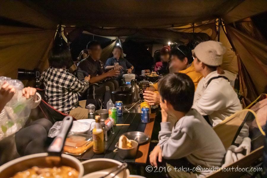 富士山YMCAで行われた第2回ナチュログ写真部合同合宿の宴会風景