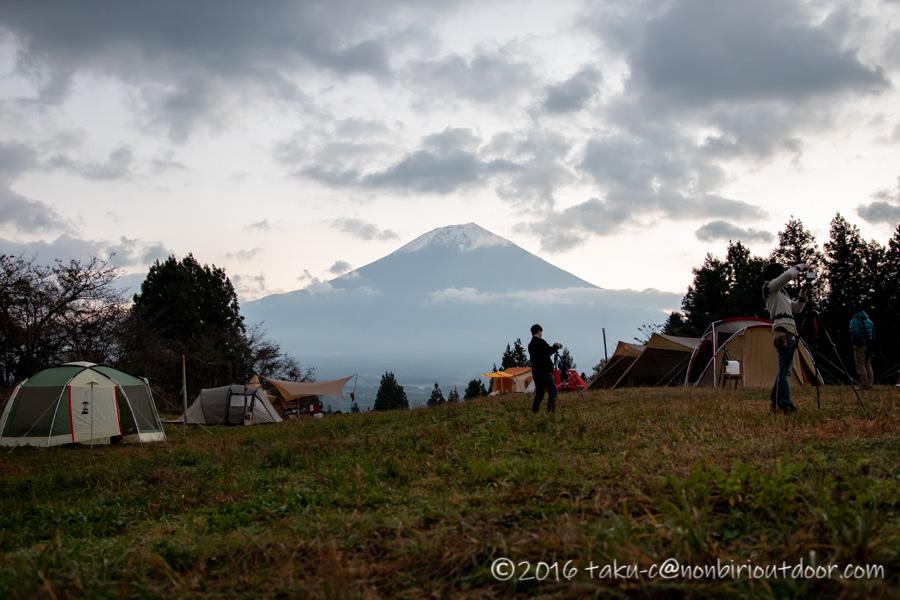 富士山YMCAで日の出を待つ