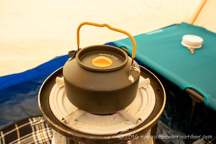 サンエムにモンベルのやかんでお湯を沸かす