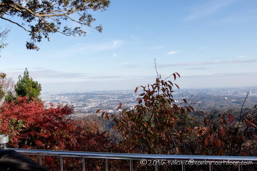 高尾山ハイキング途中の展望台