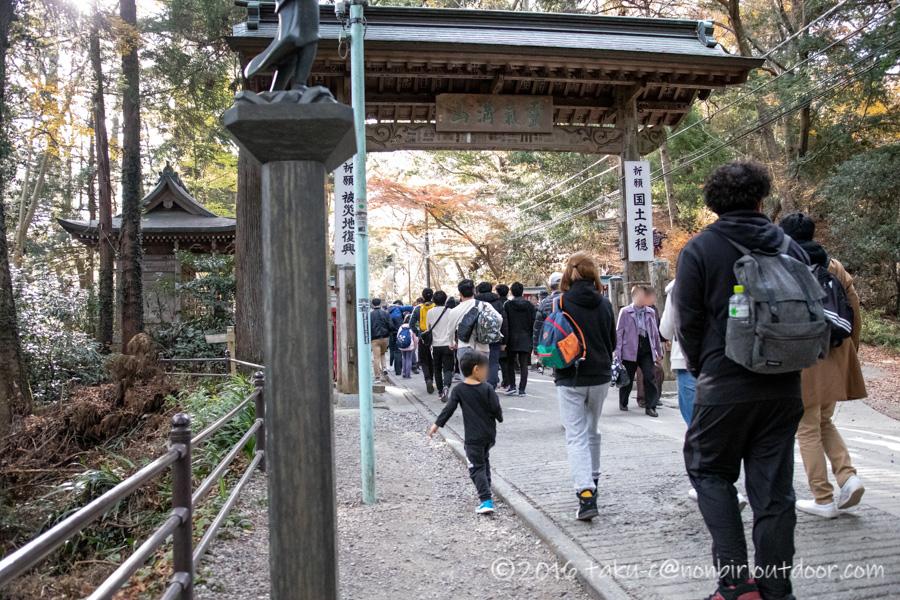 高尾山の神変堂の門