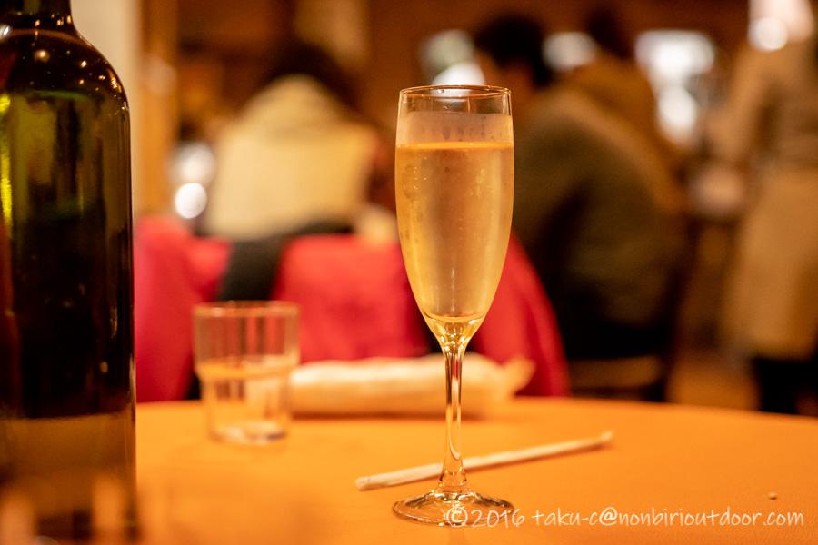 高尾山ハイキング後の夕飯のスパークリングワイン