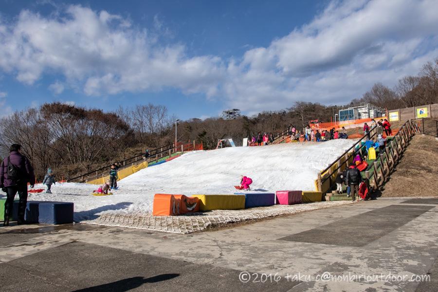 相模原プレジャーフォレストにあるスノーパラダイスのちびっこソリゲレンデ