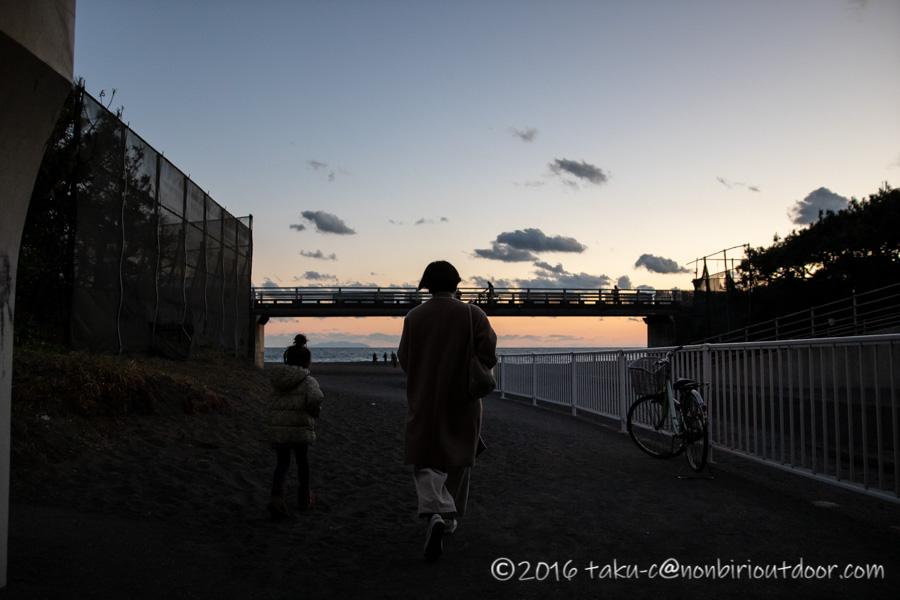 辻堂海水浴場で初日の入りを見に行く