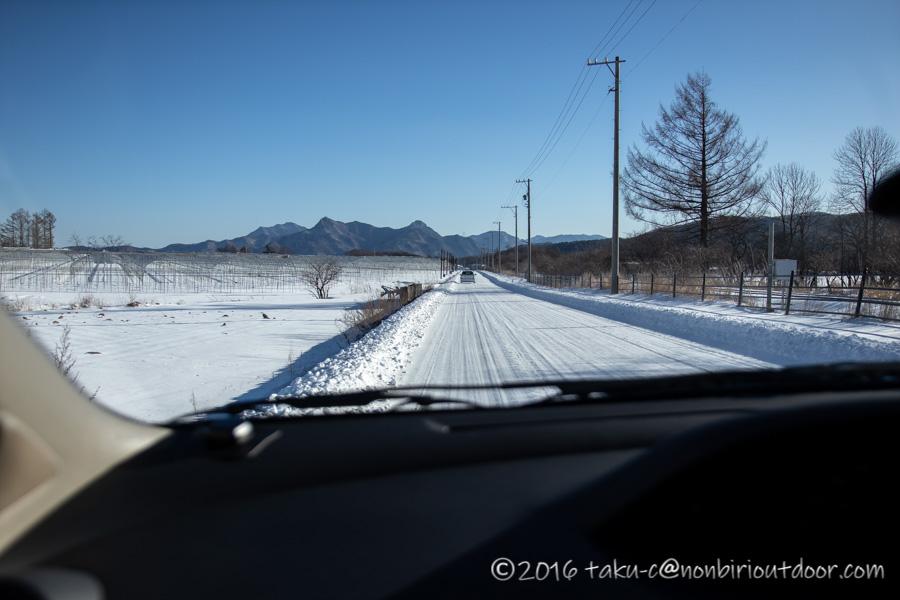 五光牧場オートキャンプ場へ雪中キャンプへ向かう途中の雪道