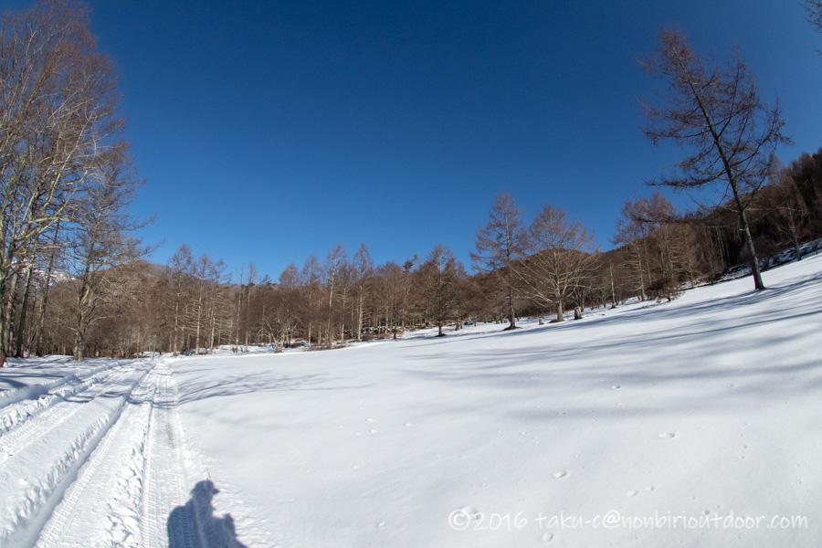五光牧場オートキャンプ場で雪中キャンプの朝の散策