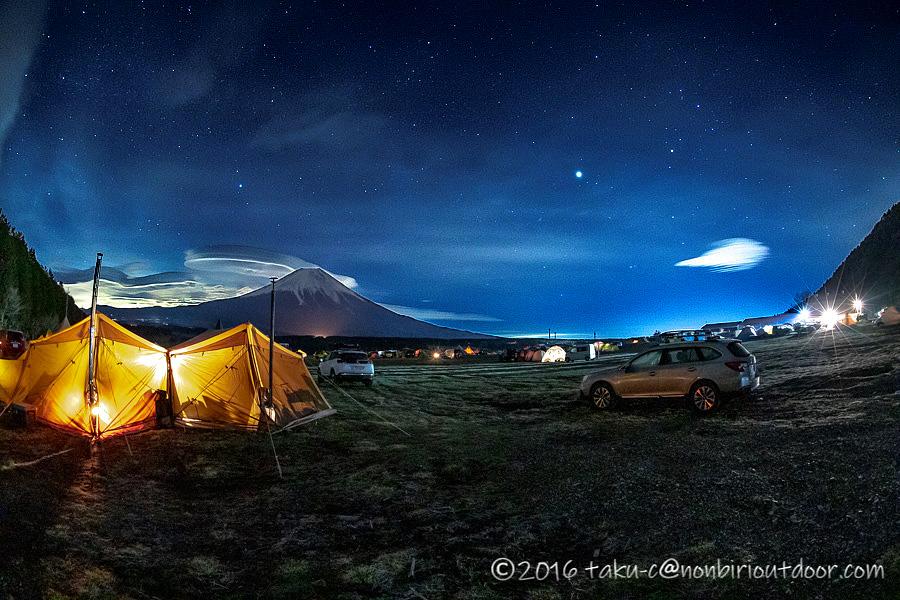 ふもとっぱらの星空とテント