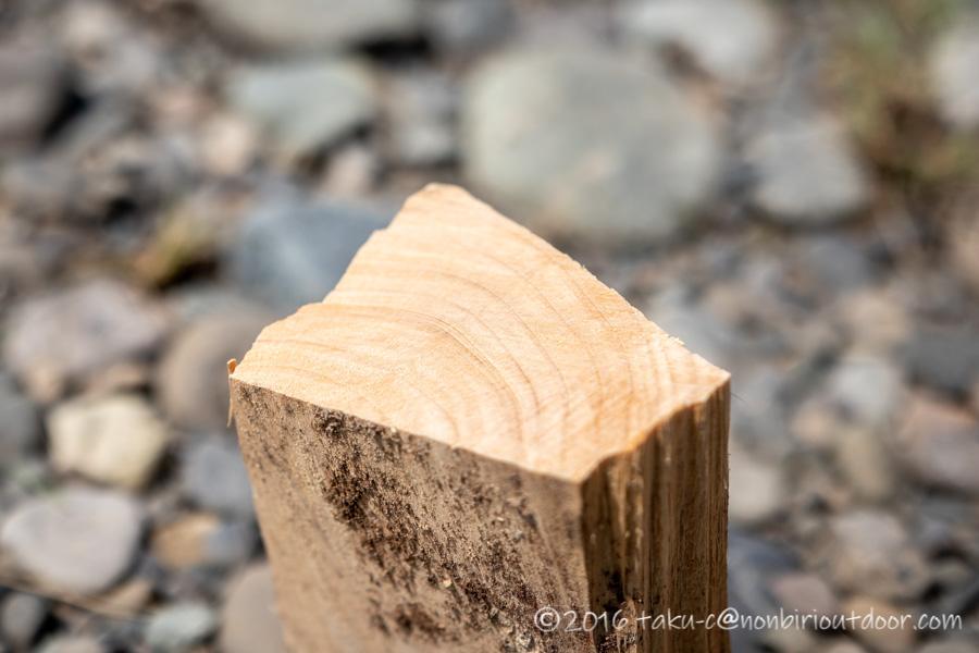 のこぎりのサムライ210mmの万能刃で切った薪の断面