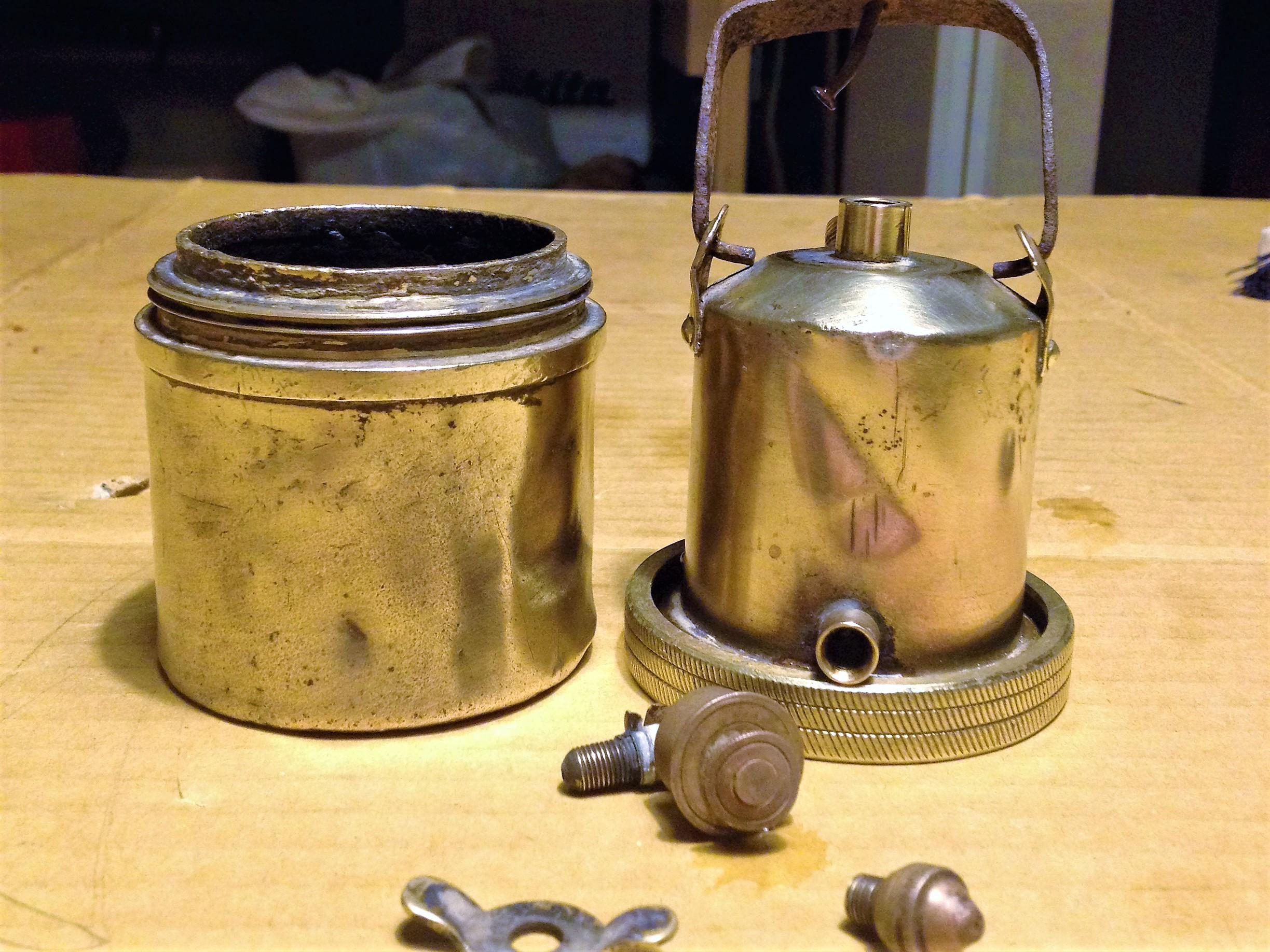 カーバイトランプをクエン酸とピカールで磨く