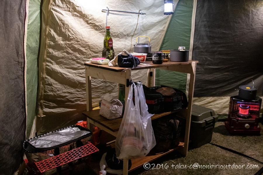 鷲の巣キャンプ場で設営したキッチン
