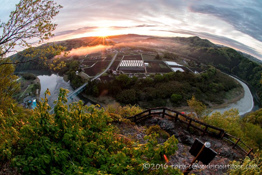 栃木県茂木町にある鎌倉山からの朝日の風景