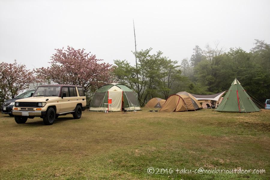 鷲の巣キャンプ場の雨の朝