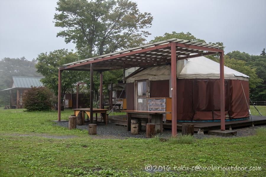 ときがわ町の星と緑の創造センターの宿泊施設のパオの外観