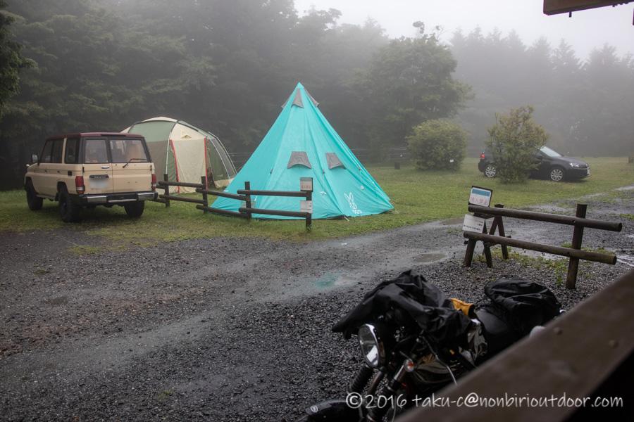 ときがわ町の星と緑の創造センターで雨のキャンプ