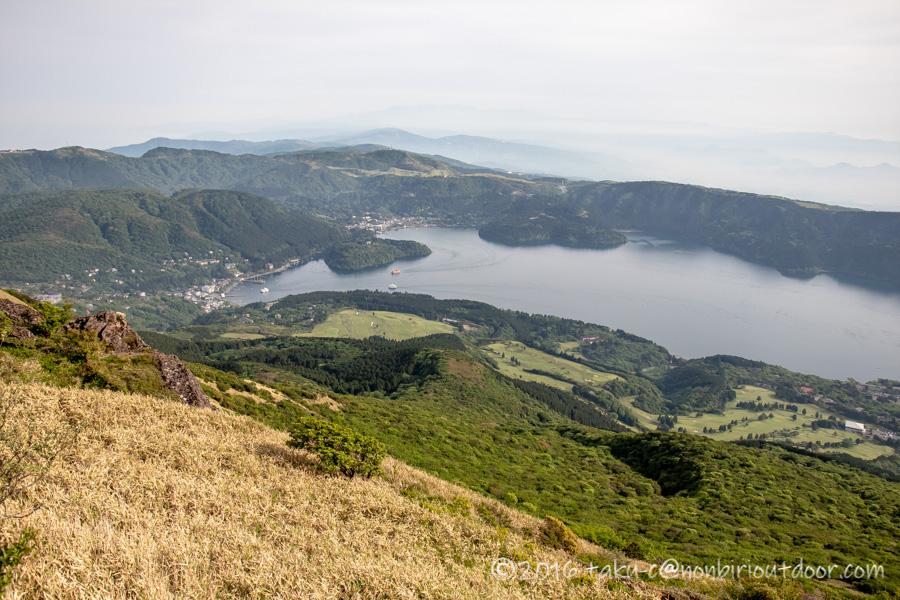 箱根にある駒ヶ岳山頂からの芦ノ湖