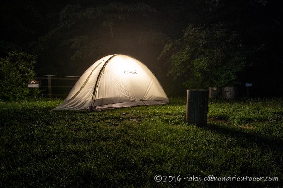 ときがわ町の星と緑の創造センターでテントを張る