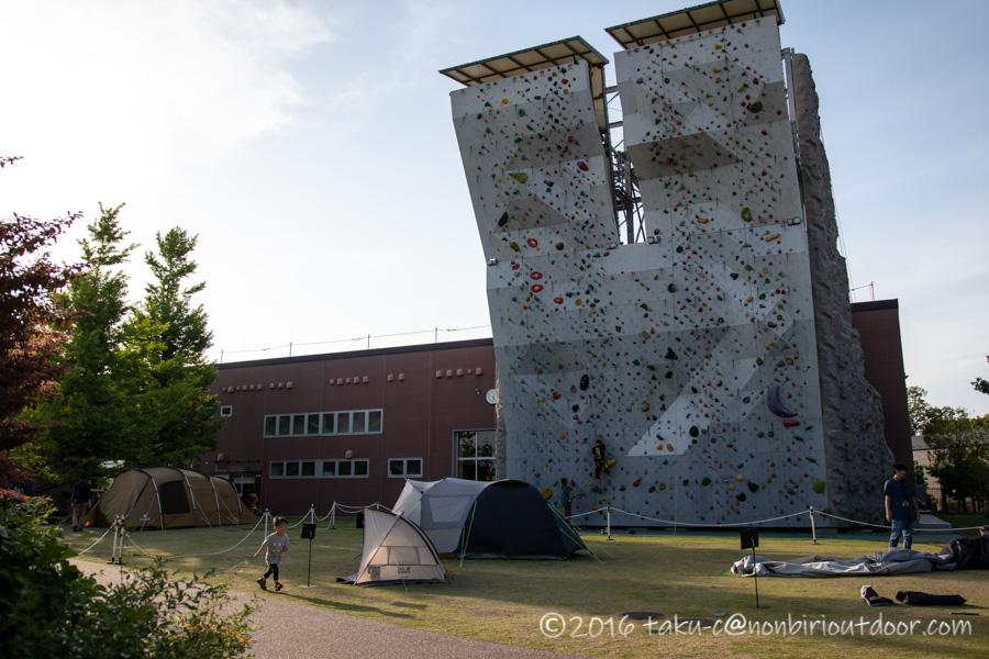 モリパーク アウトドアヴィレッジのクライミングウォール