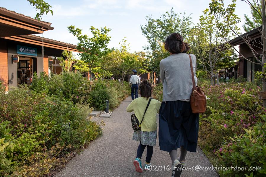 モリパーク アウトドアヴィレッジを散策する