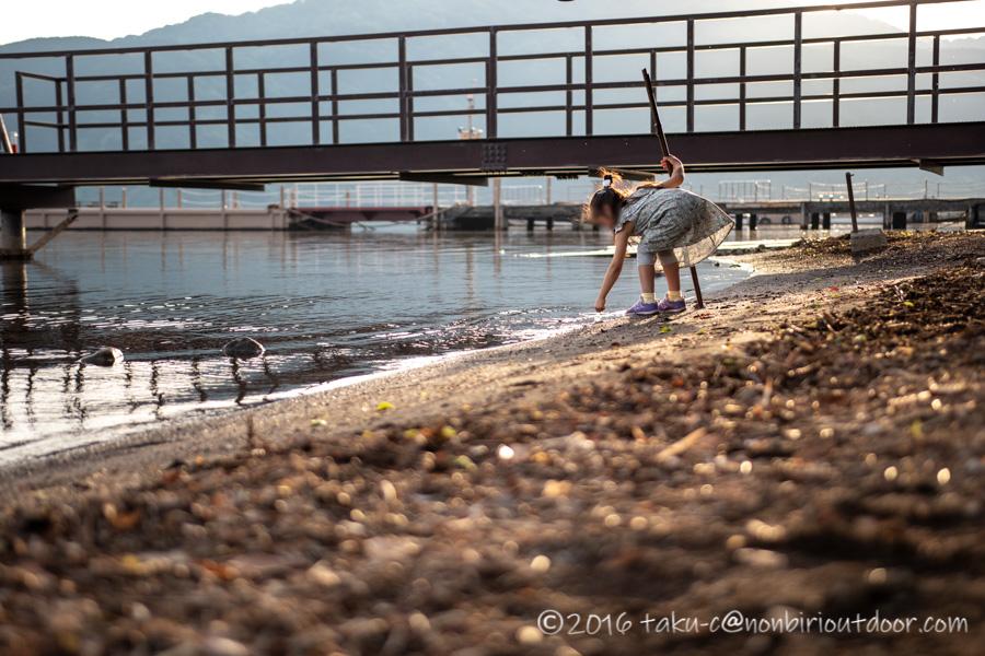 箱根にある芦ノ湖の夕暮れ