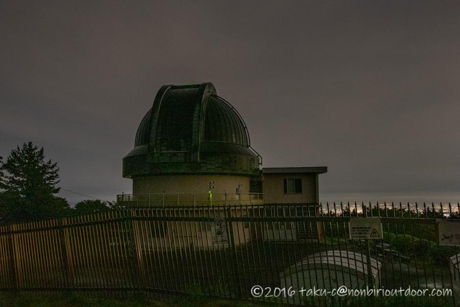ときがわ町の星と緑の創造センターにある堂平天文台の観測ドームの夜景