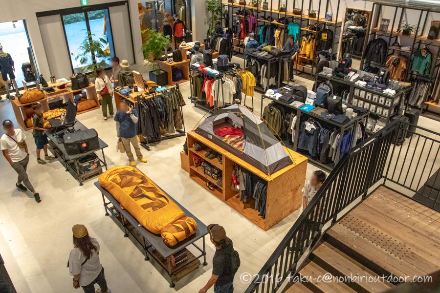 モリパーク アウトドアヴィレッジのNorth Faceの店内風景