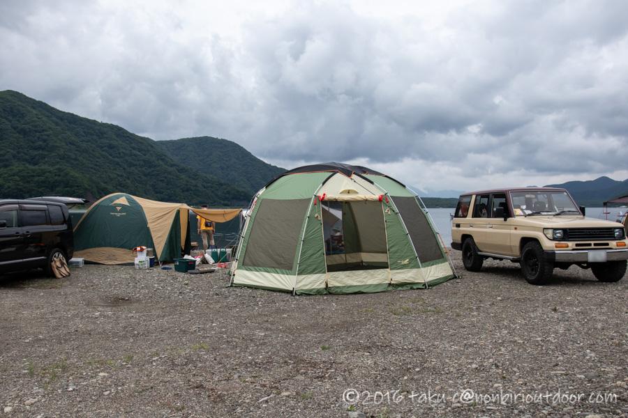 西湖湖畔キャンプ場でノースイーグルのオクタゴンを設営
