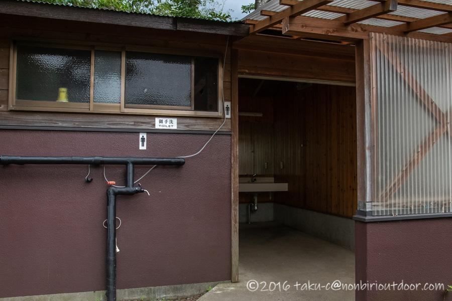 西湖湖畔キャンプ場のトイレ