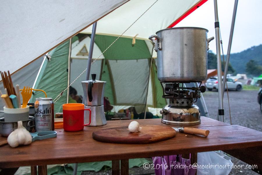 西湖・湖畔キャンプ場で夕飯のポトフを作る