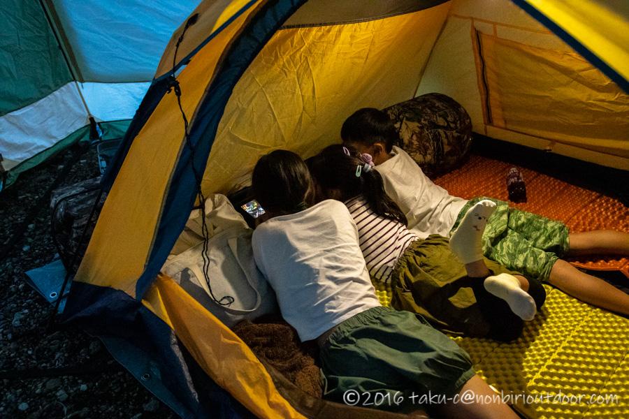 西湖・湖畔キャンプ場でテントでまったり