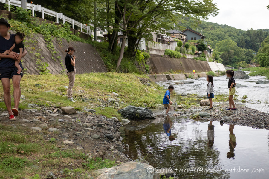 ときがわ町の都幾川で水遊び