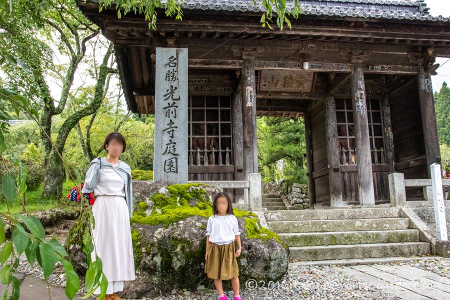 早太郎が眠る光前寺の門