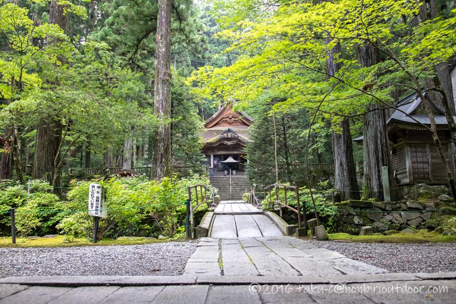 早太郎が眠る光前寺の境内