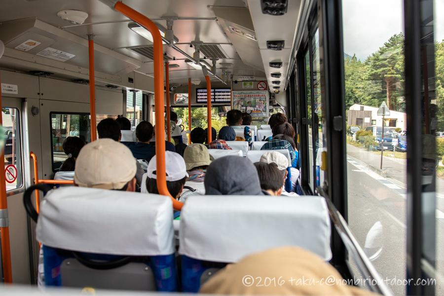 駒ヶ岳ロープウェイへ行くためのバスの車内