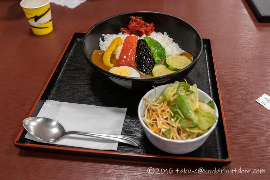 こまくさの湯で夕飯の夏野菜カレー