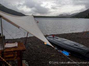 雨の海の日の三連休の西湖・湖畔キャンプ場