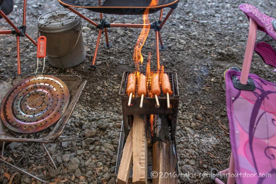 西湖・湖畔キャンプ場で縦型焚き火台バンドックで焼肉