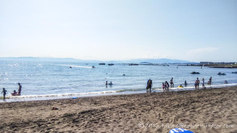 葉山の大浜海岸の夏の風景