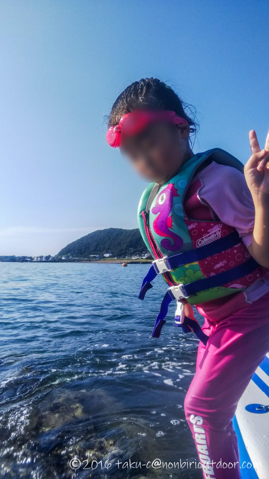 葉山の大浜海岸で初めてのSUPして小島上陸