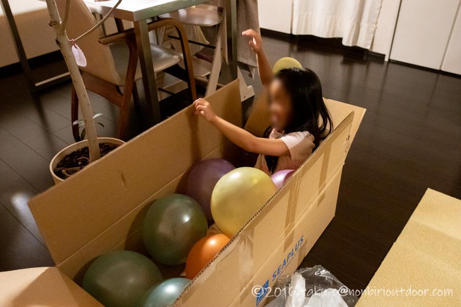 Amazon激安SUPのSEAPLUSの入っていた箱で遊ぶ