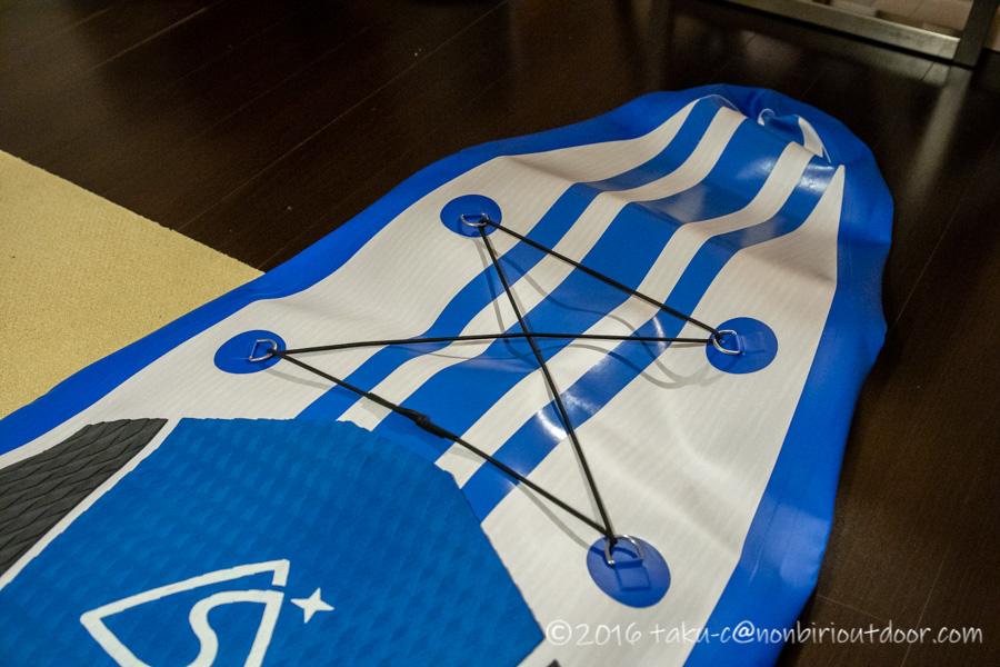 Amazon激安SUPのSEAPLUSの荷物固定ロープ
