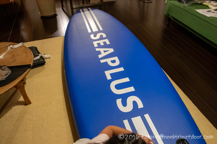Amazon激安SUPのSEAPLUSの裏面のロゴ