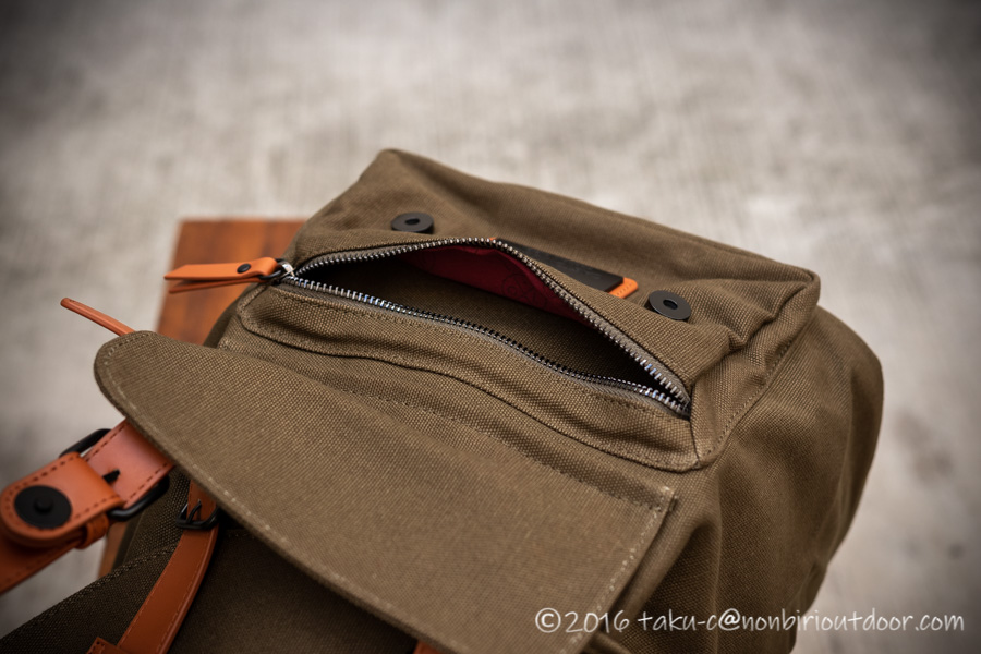 GASTON LUGAのCLASSICのオリーブ&ブラウンの前ポケット
