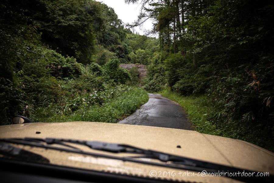 青木湖に向かう途中の山道
